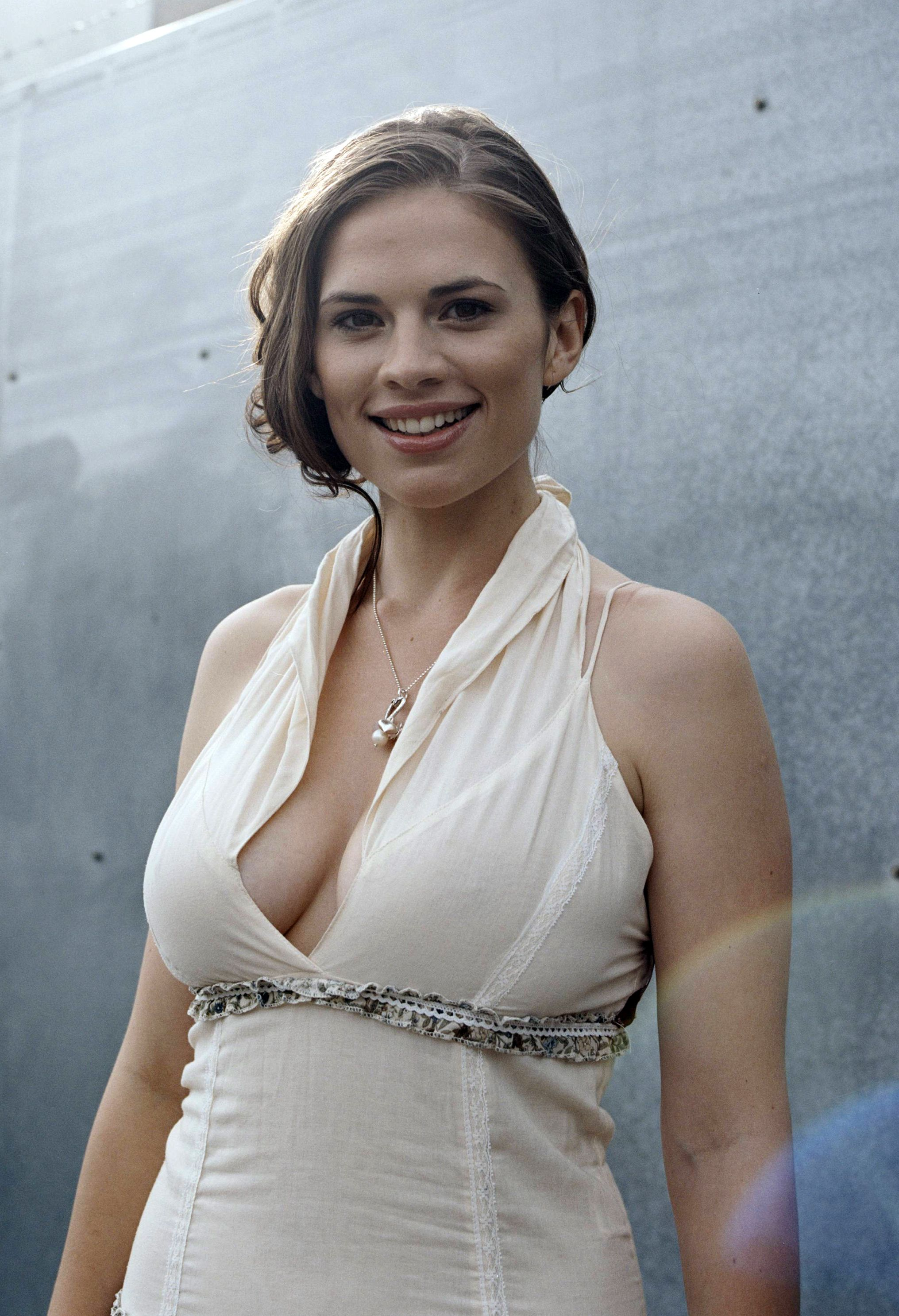 wallpaper stunning hayley atwell - photo #23