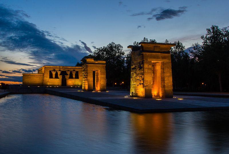 Templo de Debod al atardecer. Sunset at Temple of Debod.