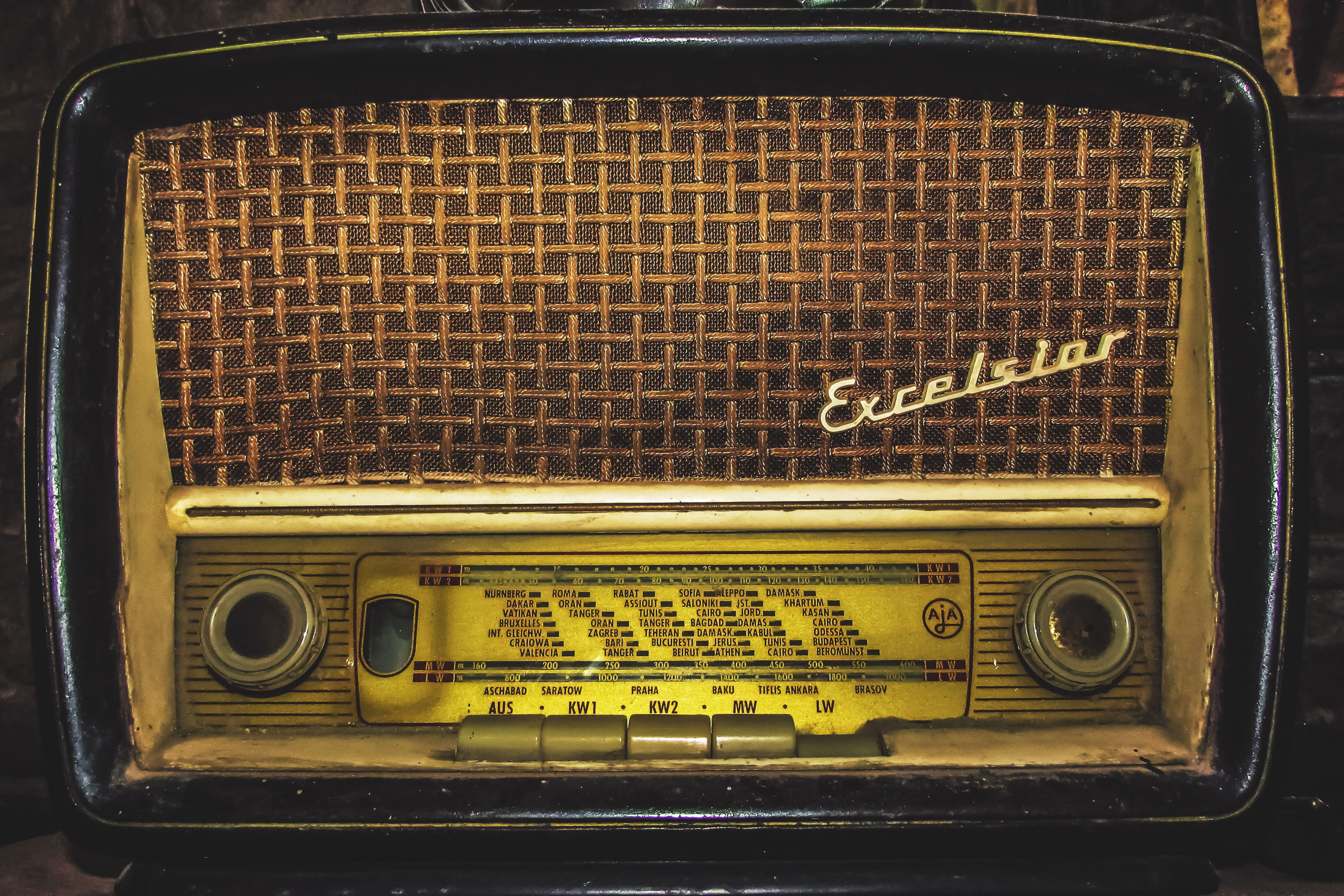 An Old Retro Vintage Radio Wallpaper Technology Music Retro Styled Old Fashioned In 2020 Vintage Wallpaper Vintage Radio Electronics Wallpaper