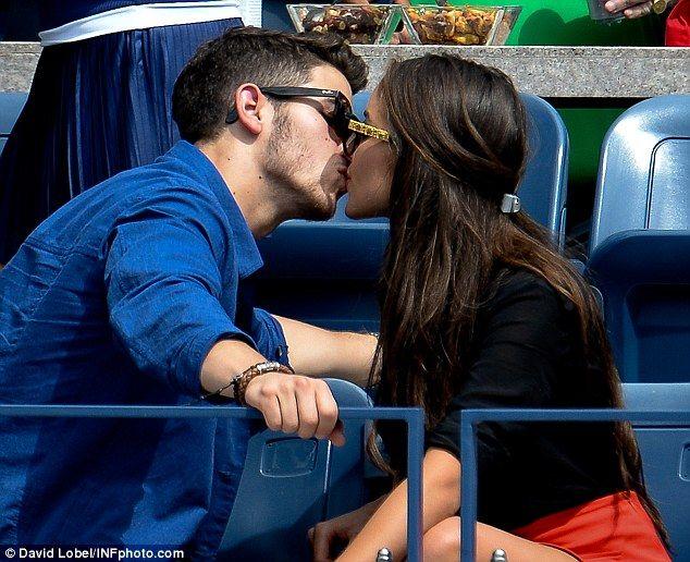 on Demi Lovato dating Nick Jonas 2013 tavata markkinoilla dating