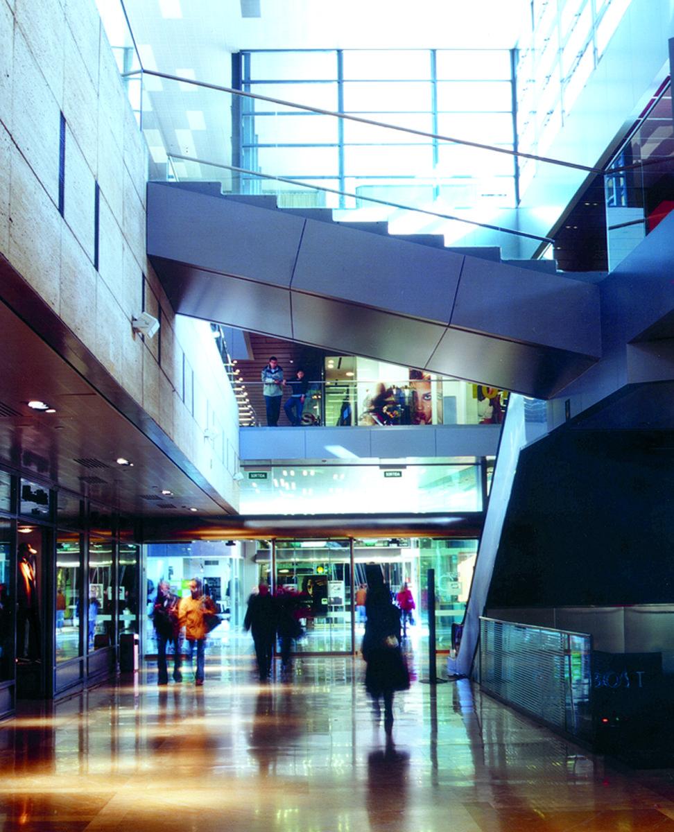 Centro comercial l 39 illa diagonal barcelona centro comercial l 39 illa diagonal barcelona y spain - Centre comercial la illa ...