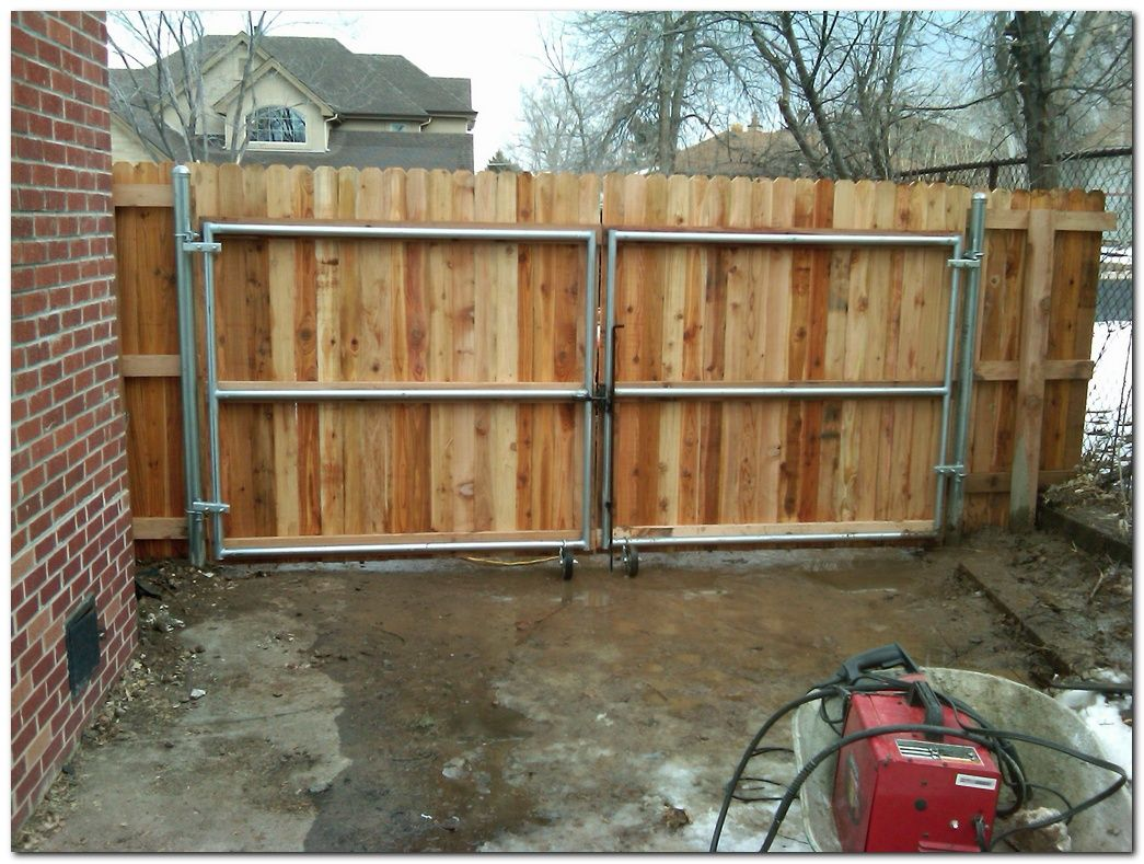 50 Classic Wooden Gates Will Make Your Home Look Great The Urban Interior Wood Fence Gates Wooden Fence Panels Wooden Fence Gate