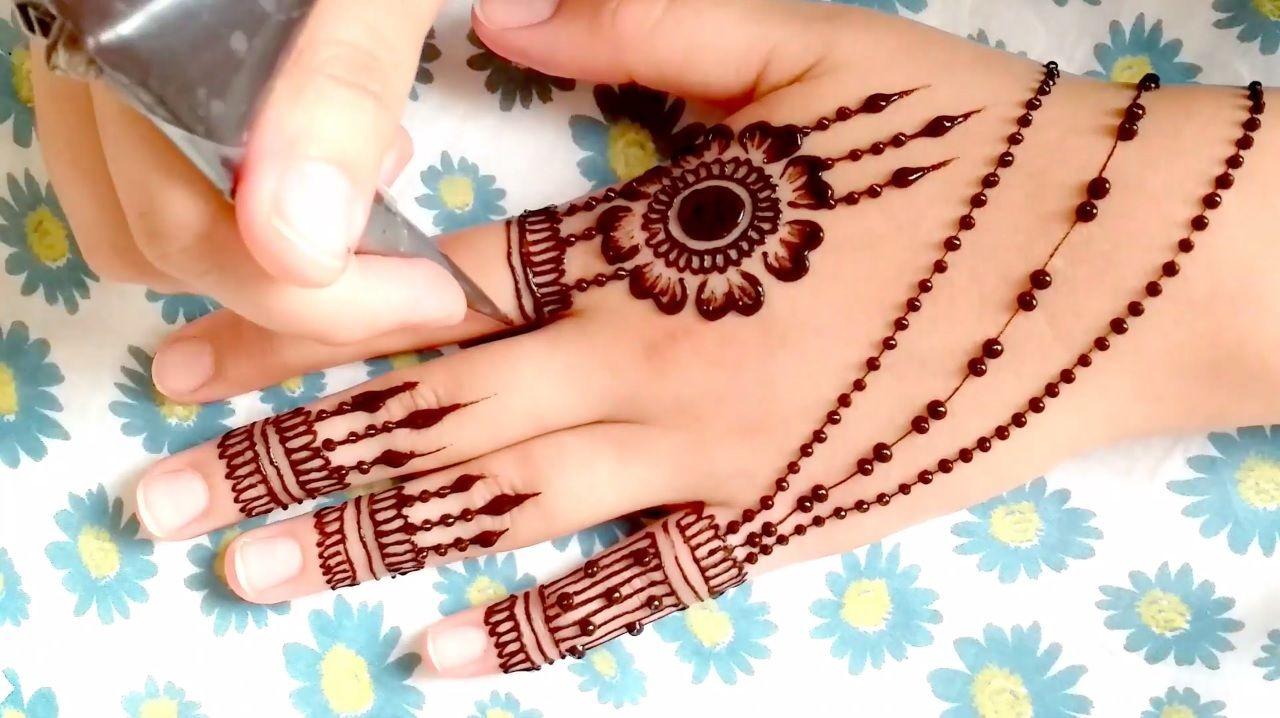 Easy And Beautiful 2020 Henna Mehndi Design نقش حناء رائع و شبابي للاعراس و المناسبات برشمة جميلة Mehndi Simple Simple Mehndi Designs Mehndi Designs