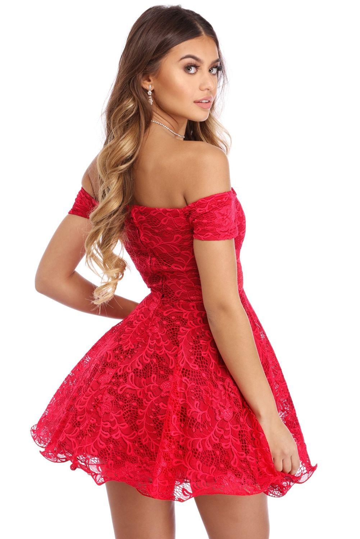 776a3febd9 Sukienka koronkowa czerwona mini rozkloszowana odkryte ramiona ...