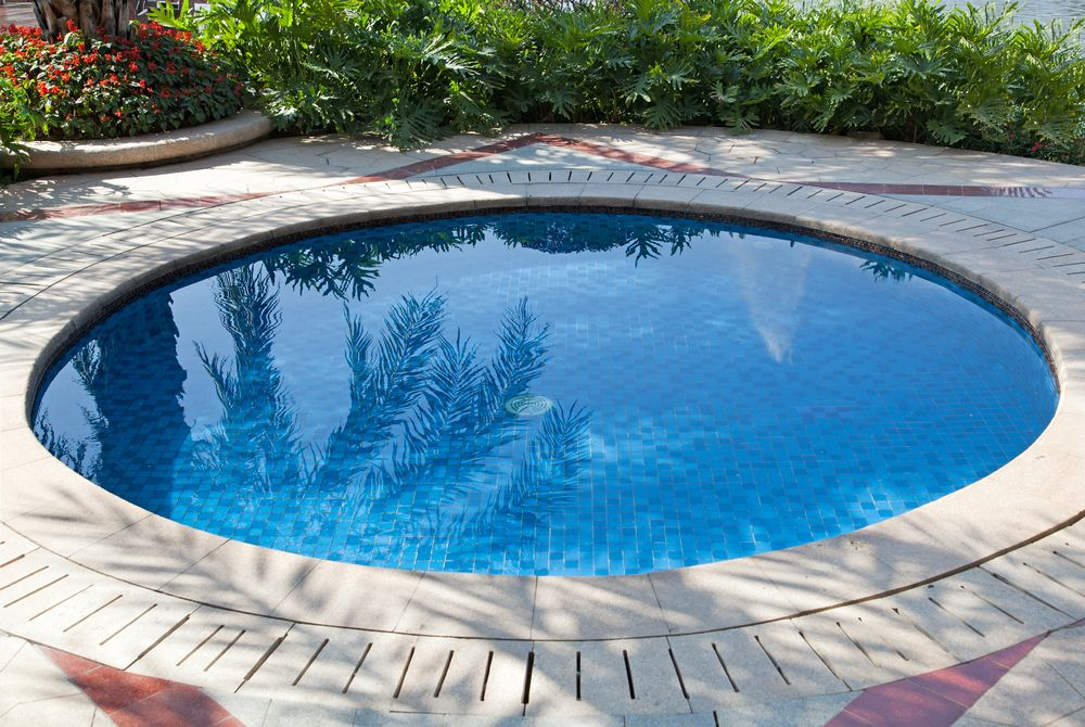 Be Inspired By Our Selection Of Swimming Pool Designs And Ideas Learn More About The Different T Small Inground Pool Small Swimming Pools Small Pools Backyard