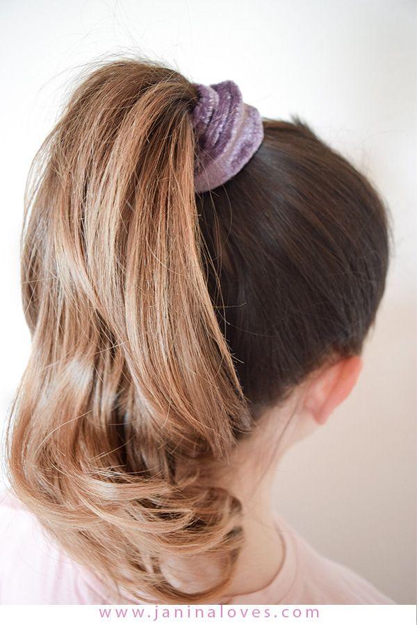 Scrunchie Haargummi 5 Arten Den Trend Der 90er Zu Stylen Haargummi Coole Frisuren Einfache Frisuren Fur Langes Haar