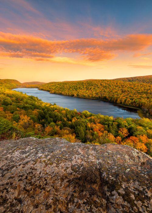 About Usa Lake Of The Clouds Michigan Usa Byjohn Vacation Usa Michigan Usa Cool Places To Visit