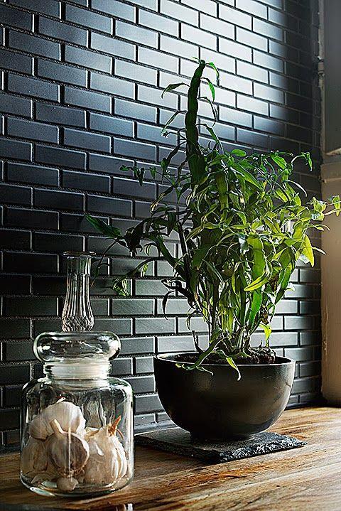 briques noires pour un pan de mur cuisine Cuisine Pinterest - recouvrir carrelage mural cuisine