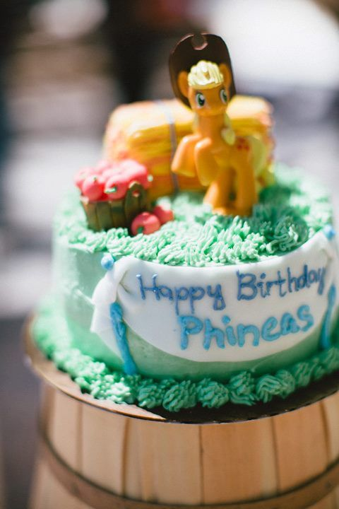 Applejack Cake Lol Someone Made Her A Hat 3 Cake Pinterest