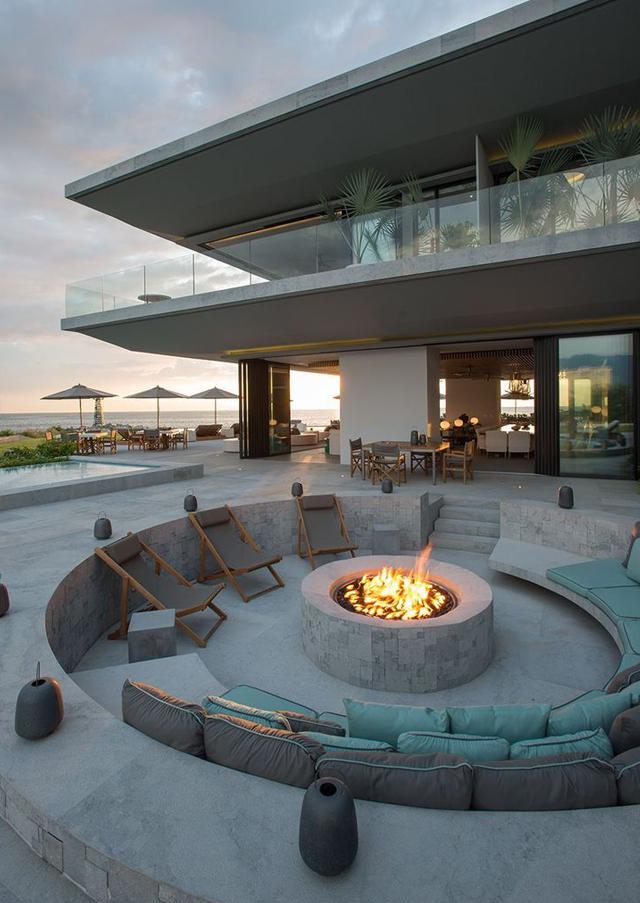 Fire pit ou lounge externo com lareira – veja modelos e dicas para aderir essa tendência! #dreamhouse