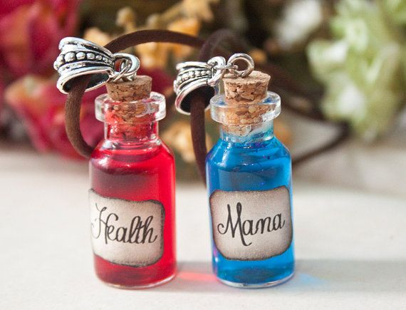 Health or Mana Potion necklaces by MieMoeShop on Etsy - 7'90€/each https://www.etsy.com/es/listing/200942234/pocion-de-salud-o-mana-inspirado-en?ref=pr_shop  Inspired by World of Warcraft, Dungeons and Dragons, League of Leguends...