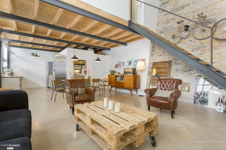 Dans ce salon, la décoration est atypique à l\'esprit vintage alliant ...
