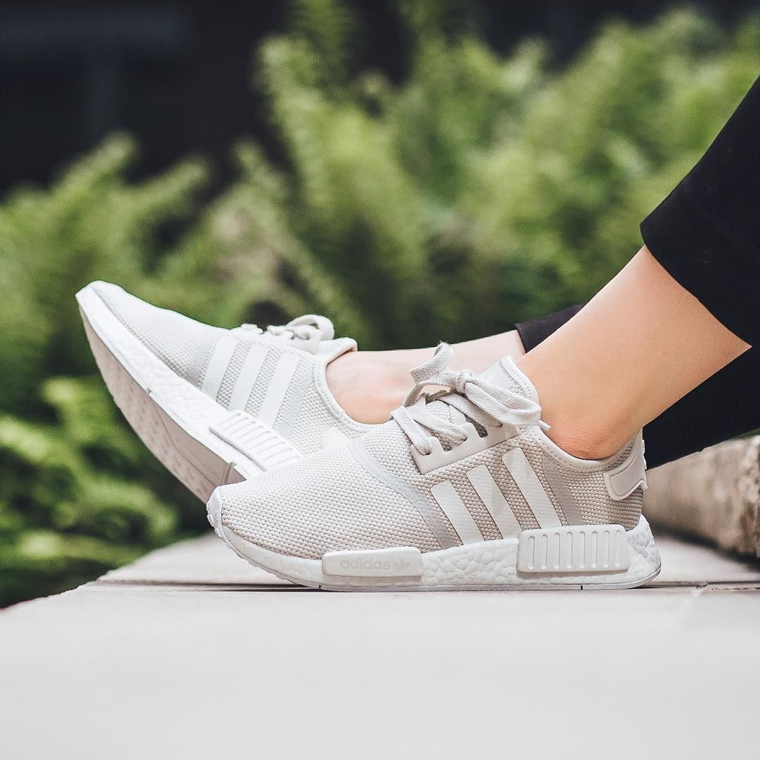 Sneakers femme Adidas NMD R1 blanc crème (©titolo