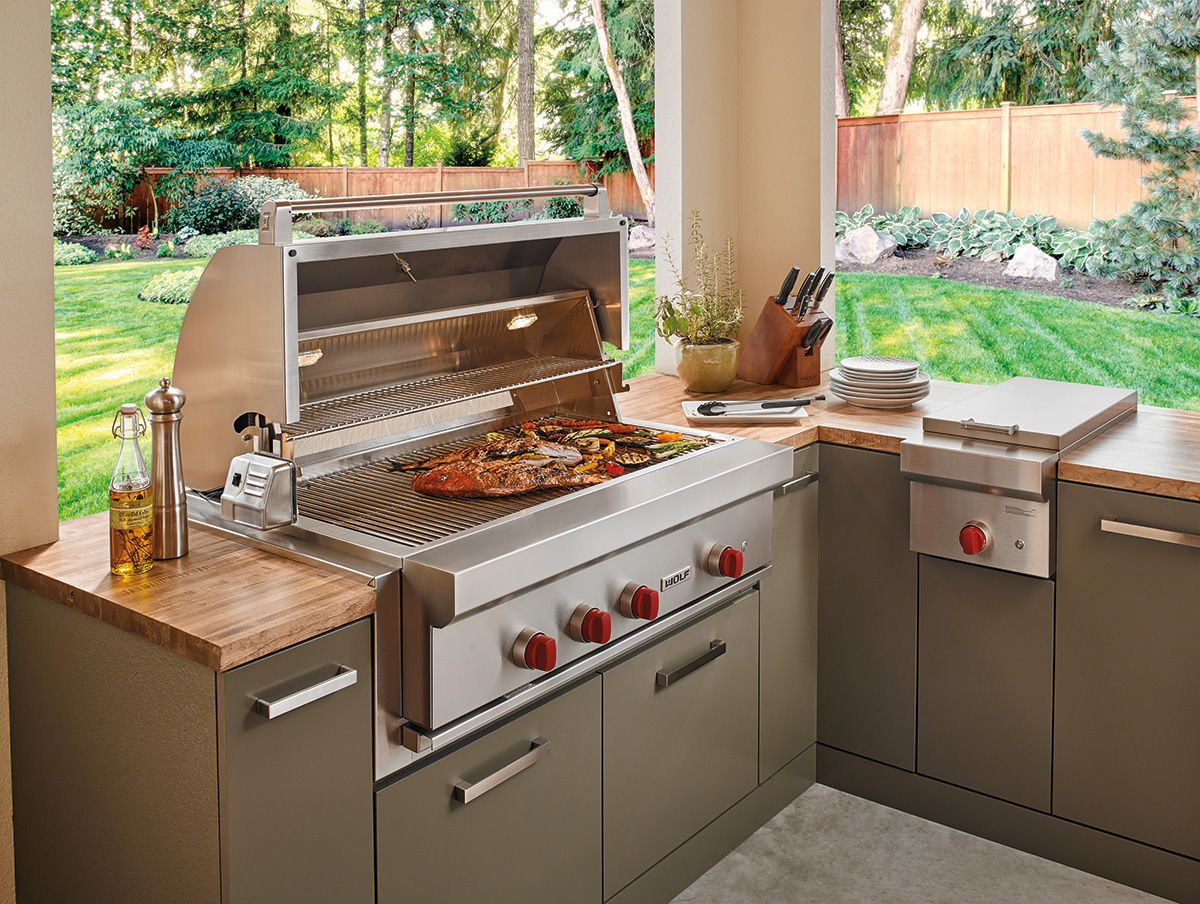 Everything Tastes Better Al Fresco Wolf Grills Give You The Same Kind Of Precision Control And Eas Outdoor Kitchen Plans Luxury Kitchen Island Outdoor Kitchen