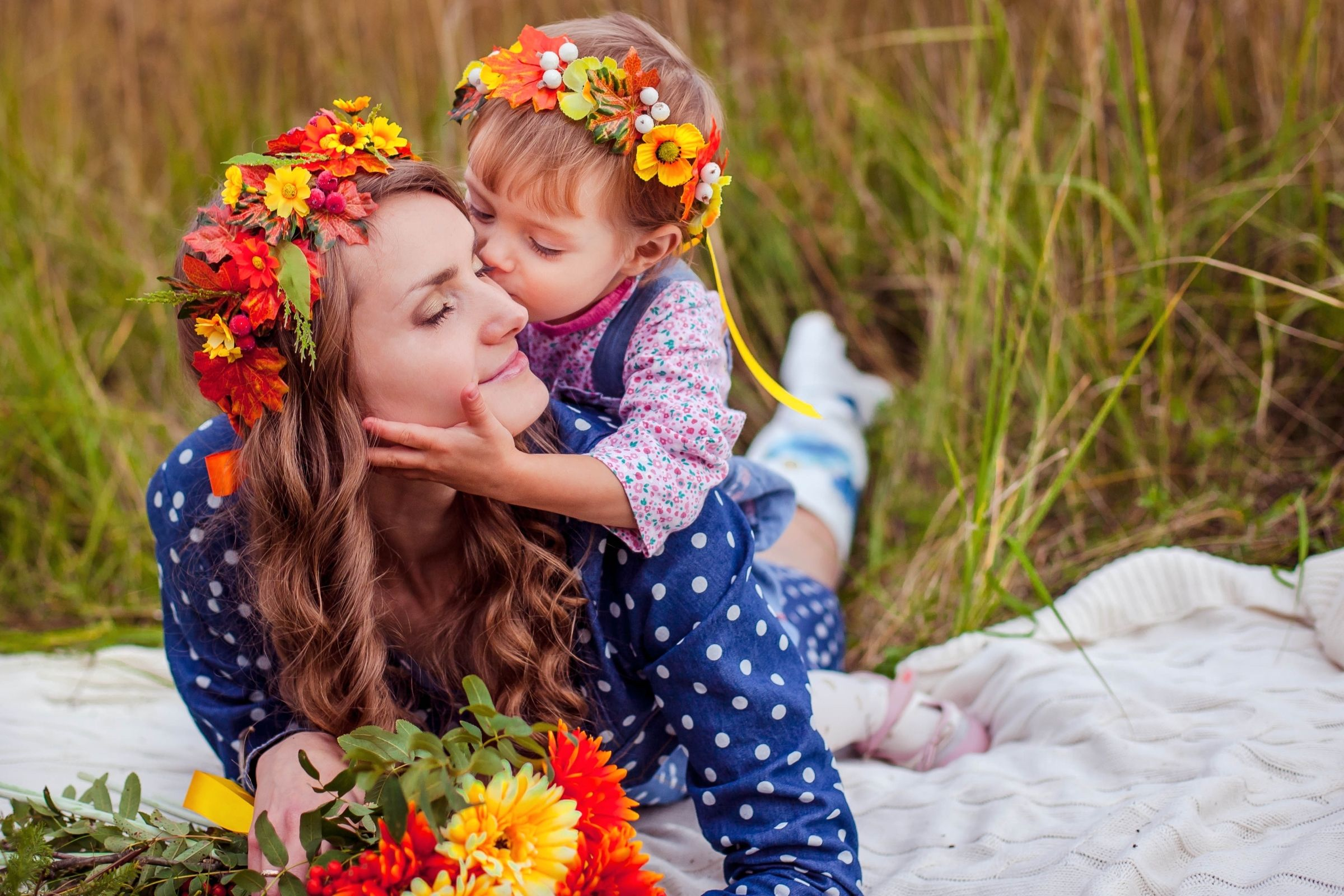 Hd child kiss photo impremedia free download little boy in wreaths cheek kissing his mother 1080p background image little boy altavistaventures Images