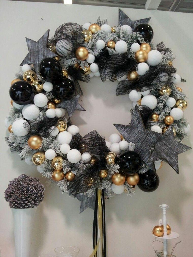 Guirnalda navide a de bolas en blanco y negro for Guirnaldas para puertas navidenas