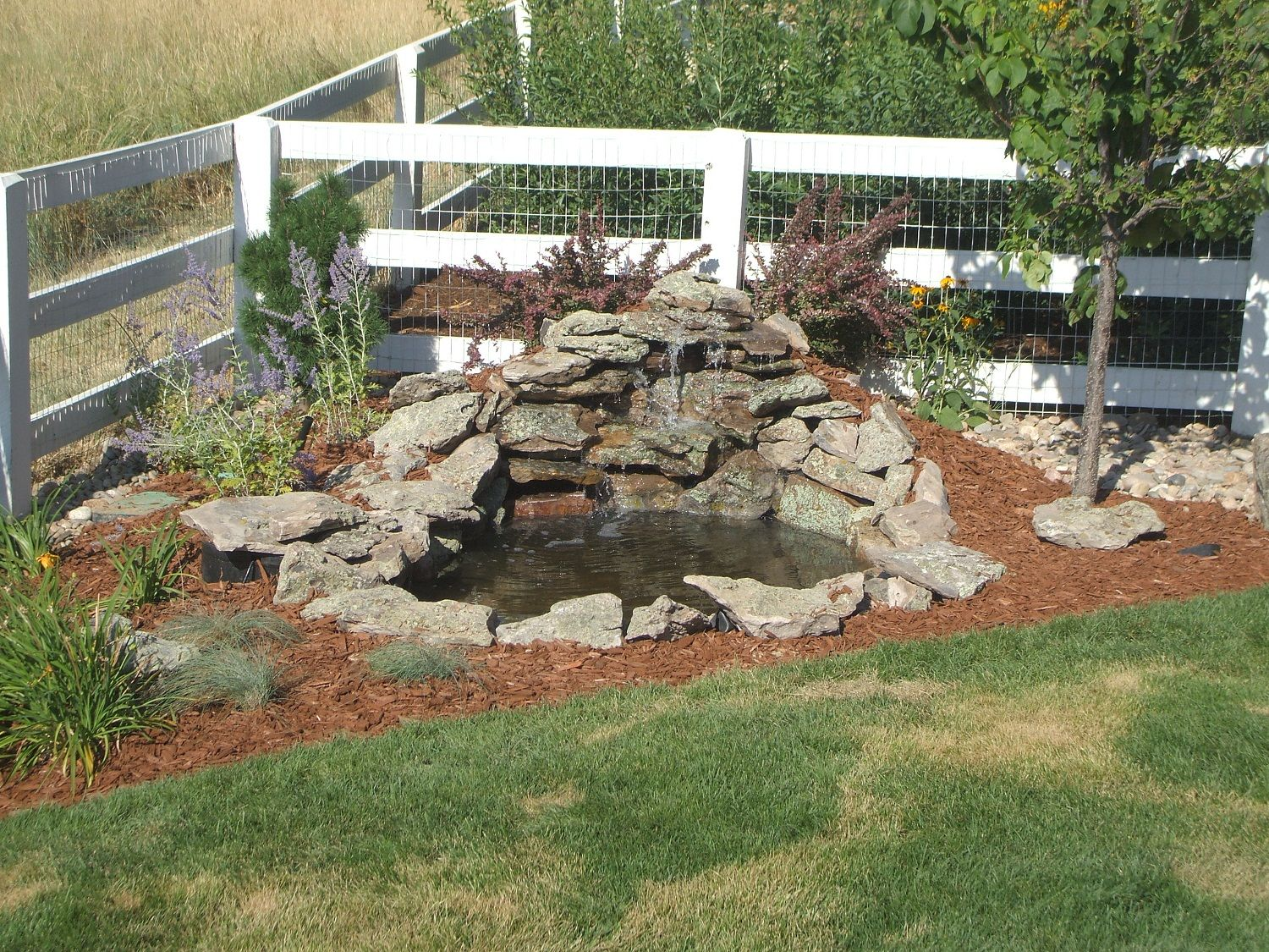 Garden and patio small diy ponds with waterfall and stone border in the corner backyard garden Small backyard waterfalls and ponds