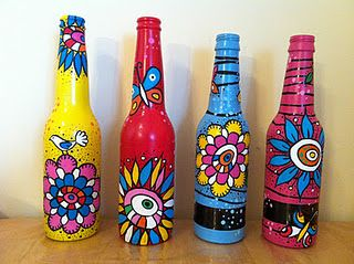 Recycled And Painted Beer Bottles How Much Fun Is That Painted Glass Bottles Bottles Decoration Bottle Painting