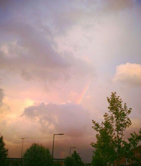 Regenboog, hoog in de wolken