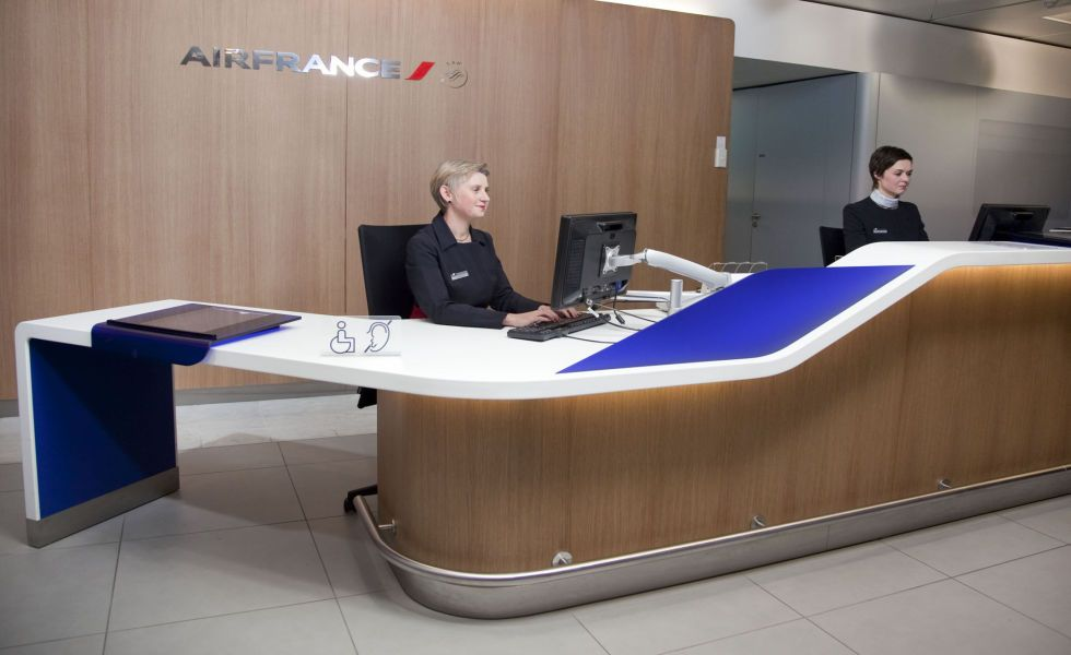 L agence air france du terminal f reception desks air france