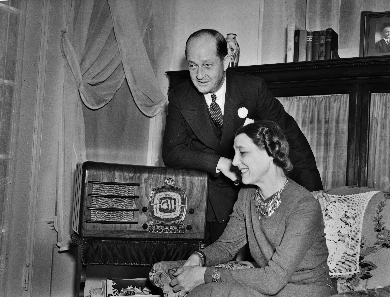 radio in 1920s Canada was very popular, signals across