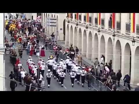 Bagad de Lann-Bihoué Orléans Mai 2014 - YouTube
