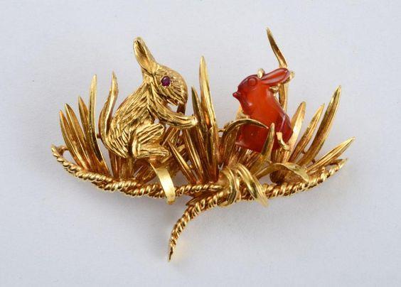 18K GOLD AND CARNELIAN RABBIT BROOCH - Price Estimate: $500 - $700:
