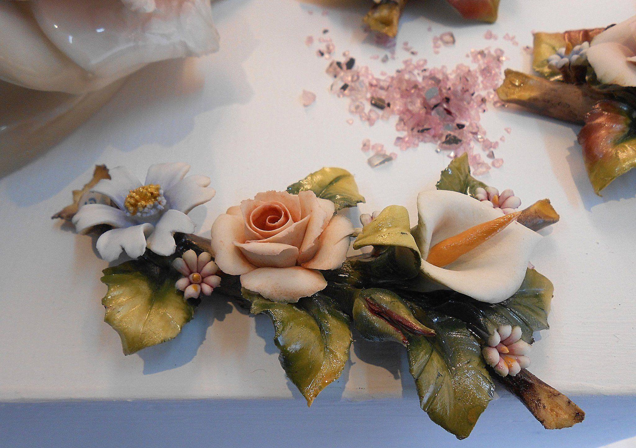 Originali Cestini con fiori in Porcellana di Capodimonte, orchidee, rose, girasole, Calle.
