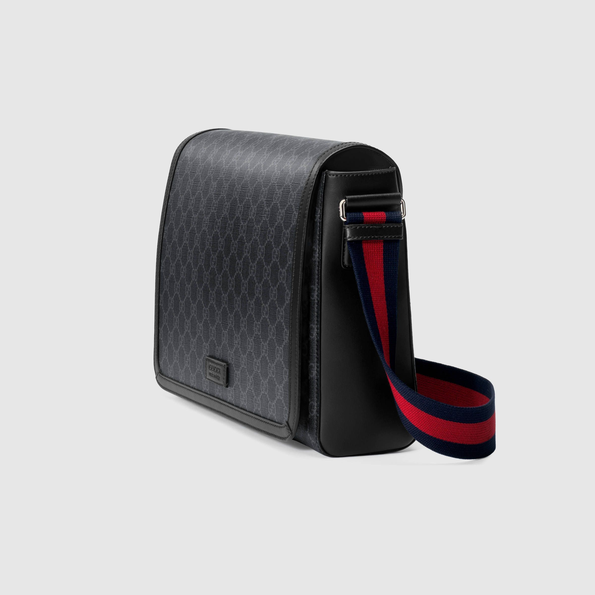 eef739108f GG Supreme flap messenger in 2019 | Future style | Gucci messenger ...