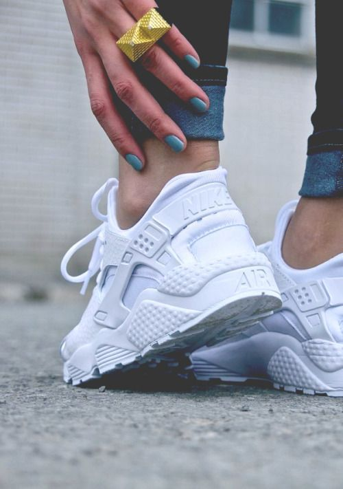 d05dc445a14d  nike  air  huarache  fashion  shoes  sneakers  trend  outfit  trendway   sneakerhead  white  airmax