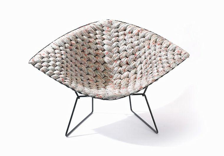 La chaise de Harry Bertoia est un meuble design légendaire dans le monde de la décoration. Aujourd'hui, on redécouvre cette légende avec un nouveau look.