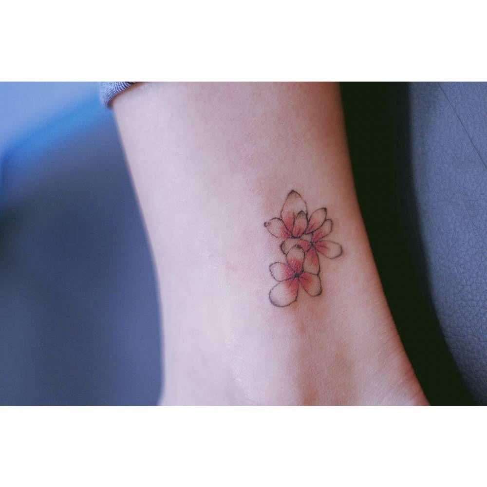Hydrangea tattoo on the left ankle. Tattoo artist: Seoeon