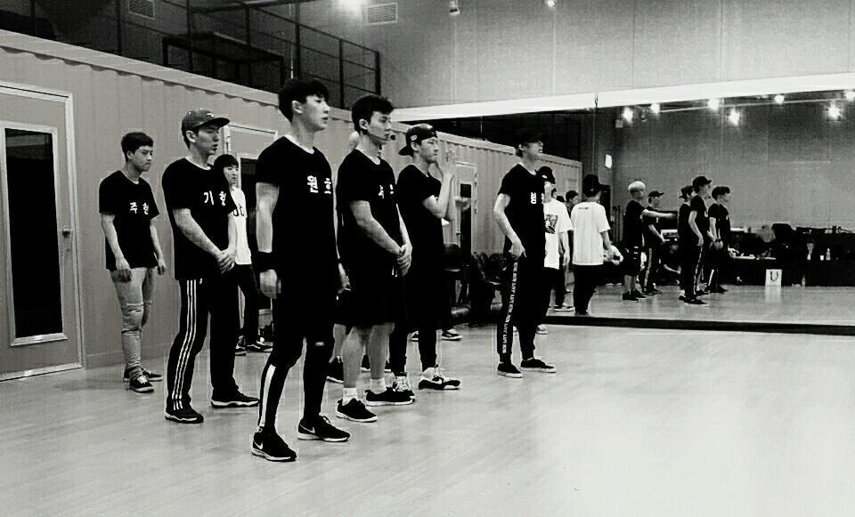 [#Monsta_X] #몬스타엑스 데뷔 쇼케이스 함께해요! 훠훠! #MONSTAX #무단침입 #몬스타엑스는_완벽한_무단침입을_노리는_중  #몬스타엑스데뷔 #데뷔쇼케이스