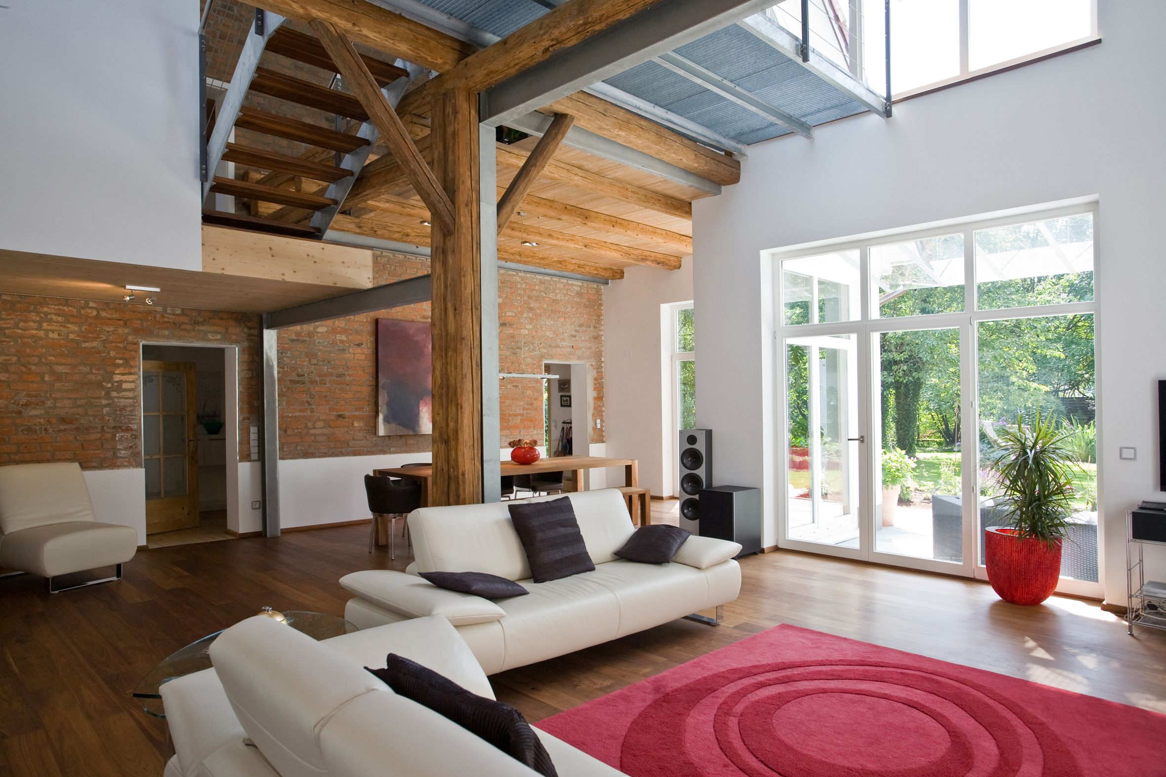 wohnzimmer mit offener galerie wohnzimmer pinterest wohnzimmer haus umbauen und umbau. Black Bedroom Furniture Sets. Home Design Ideas