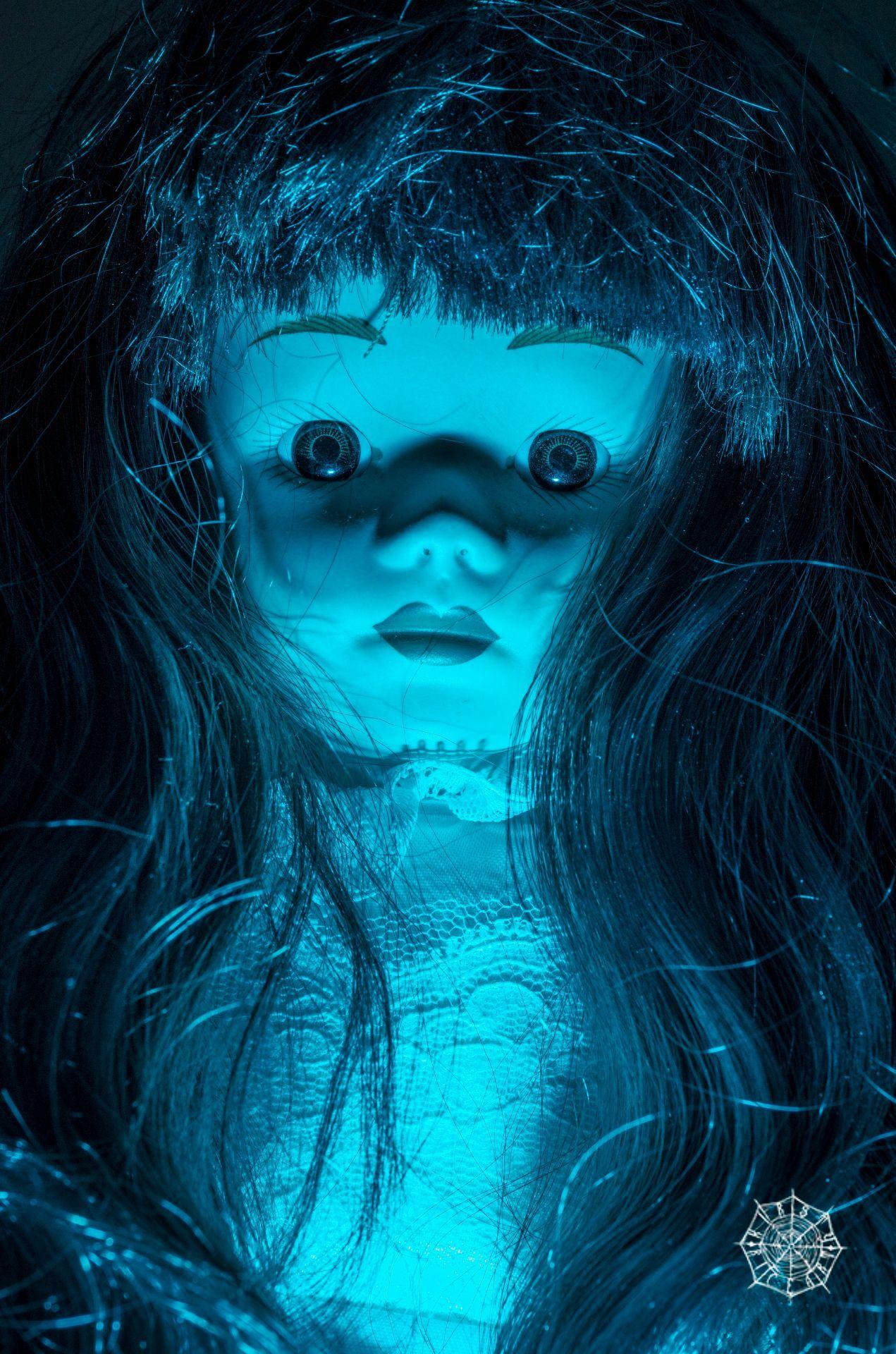 My newest dolly...creepydoll bluegels sigma105mm