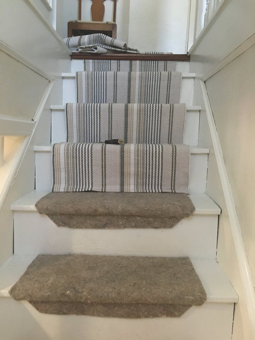 Hardwood Stairs Makeover With Annie Selke S Dash And Albert Hardwood Stairs Stair Makeover