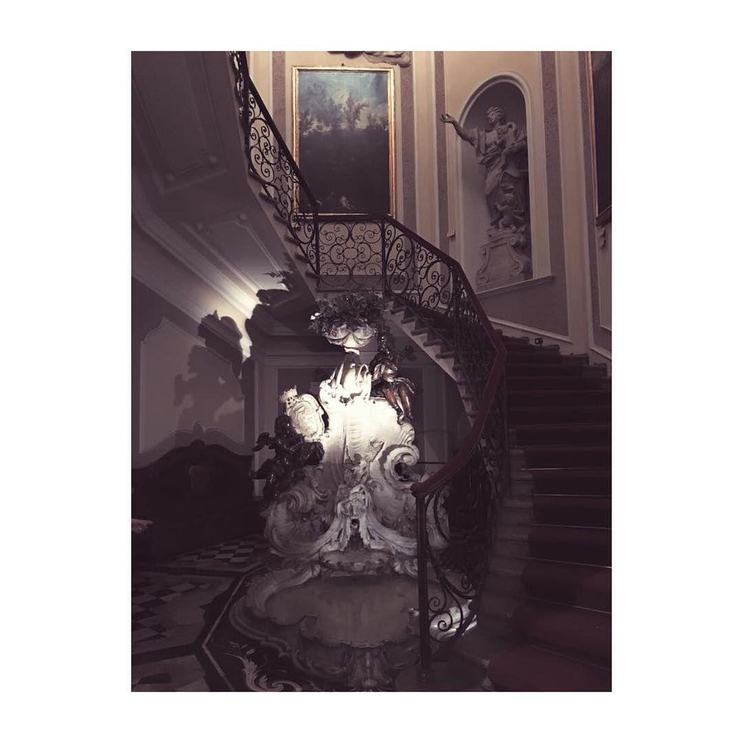 Scalone antico #stairs #scalone #baroque #art #artlover #casamuseo #PoldiPezzoli #Milano #Milanobella #Milanodavedere #igersmilano #vscocam #vscoart by _carolinoir