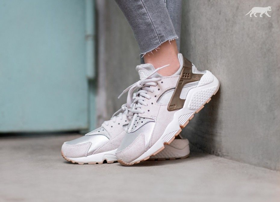 brand new a3e0a dc57f Nike Wmns Air Huarache Run PRM Suede (Gamma Grey   Phantom)
