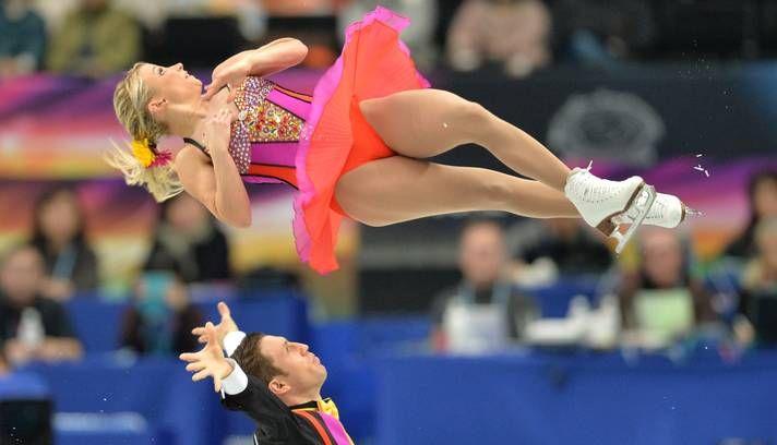 A dupla Kirsten Moore-Torres e Dylan Moscovitch, do Canadá, em ação no campeonato mundial de patinação em Saitama, no Japão - Foto KAZUHIRO NOGI - Março - 2014