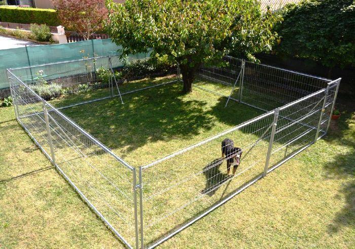 un enclos pour chien est indispensable pour cr er un. Black Bedroom Furniture Sets. Home Design Ideas