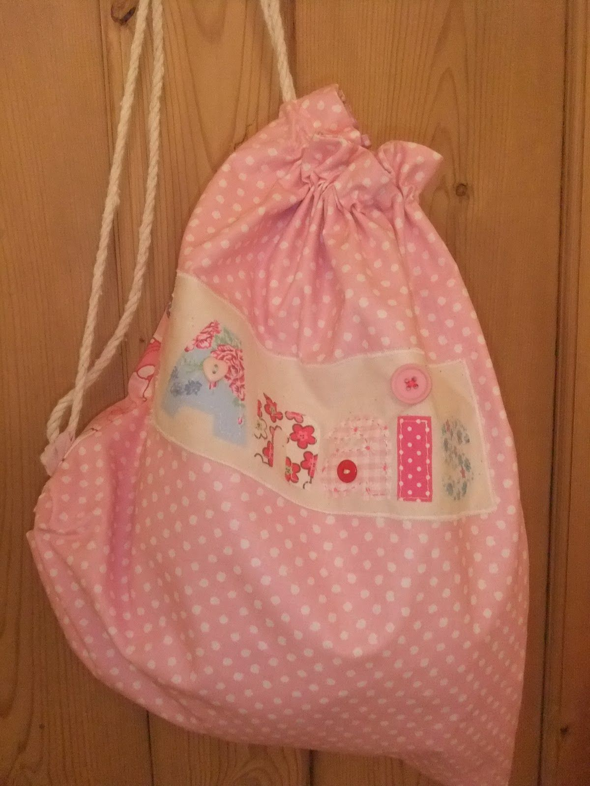 5b4f2b407b Lined PE Bag Tutorial. Cute little bag for a child. She even appliques  their name on it. Complete How-to in link.