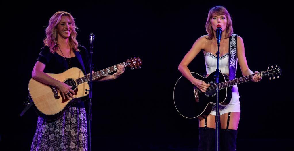 JustJared.com on Twitter | Taylor swift on stage, Taylor ...