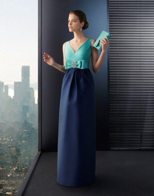 c0e8f340b Vestido de fiesta largo en color verde esmeralda con falda en tono azul  marino y detalle de moño - Foto Rosa Clará