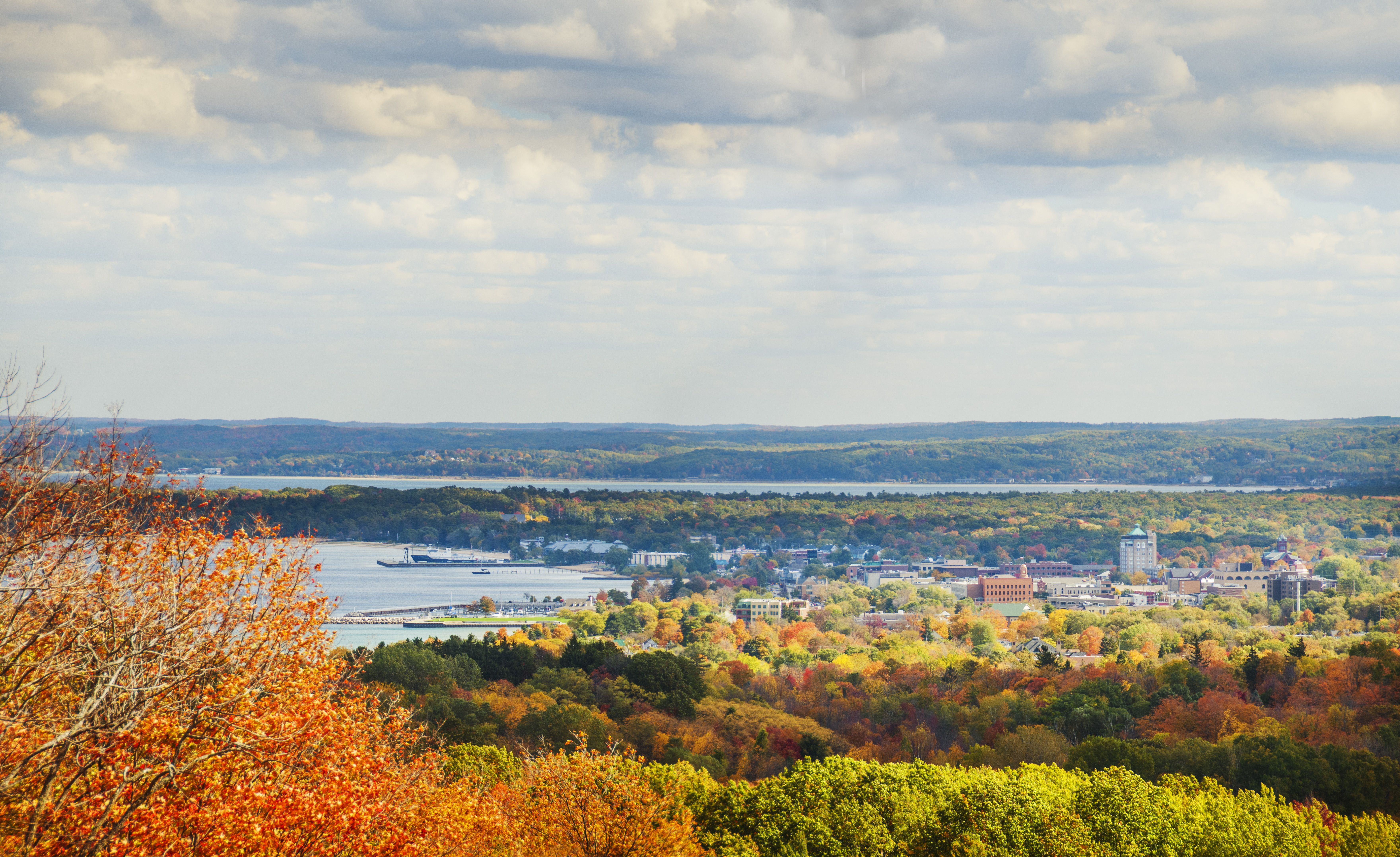 Downtown Traverse City During The Fall Traverse City Traverse City Hotels Traverse City Mi