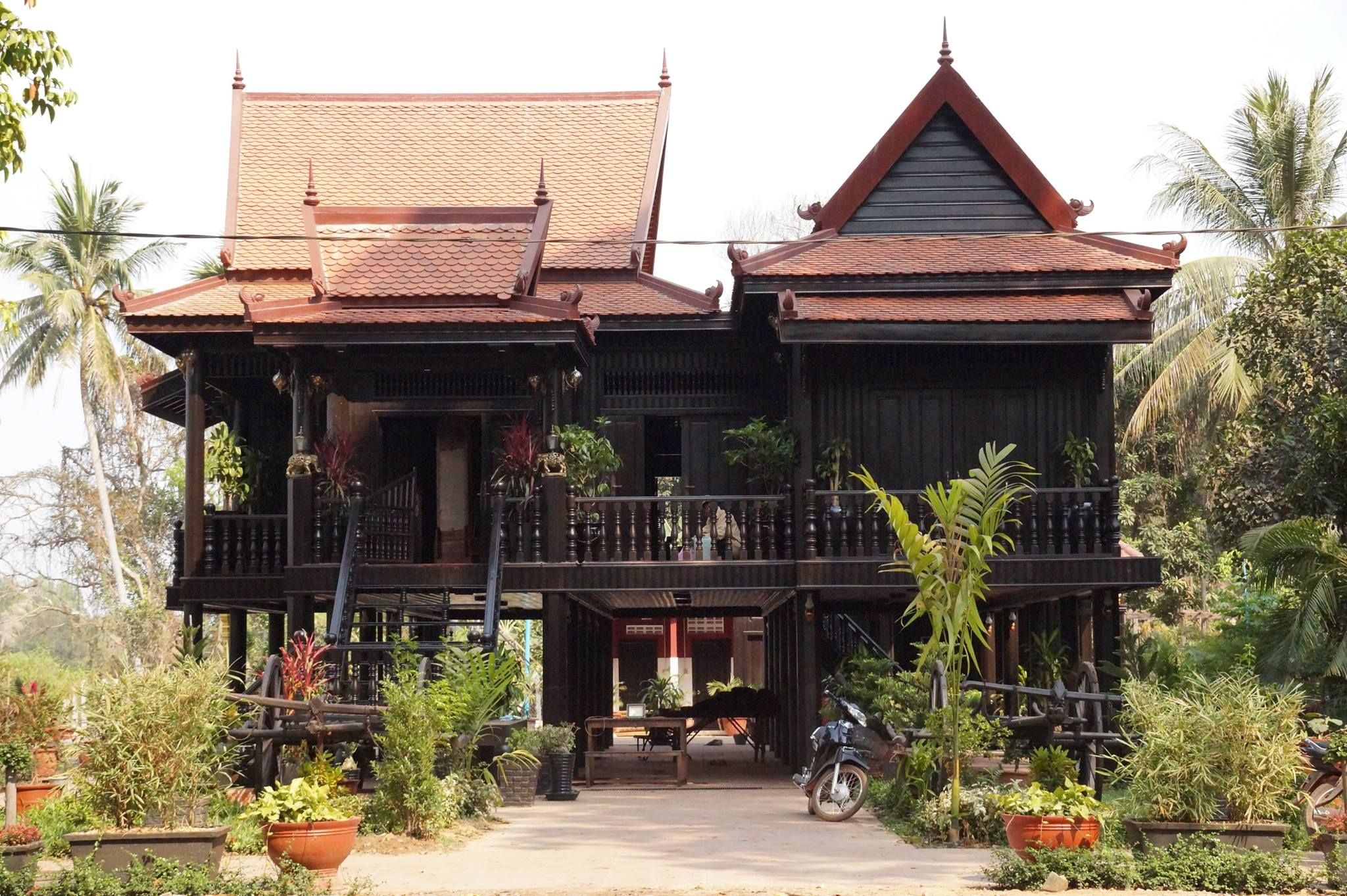 Cambodian khmer wooden architecture cambodian khmer for Thai classic house 2