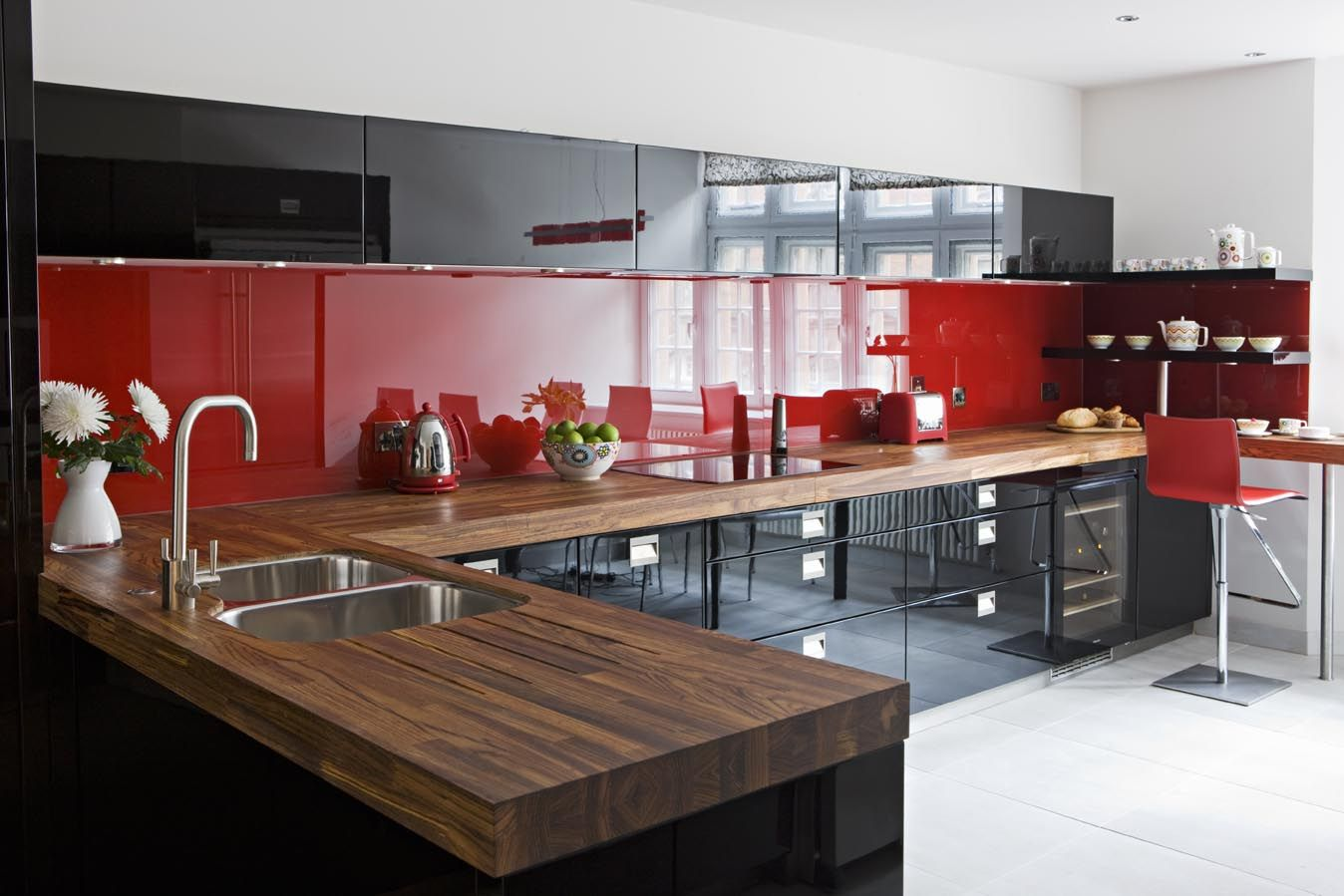Black red high gloss lacquer cupboards red kitchens for Red and black kitchen backsplash