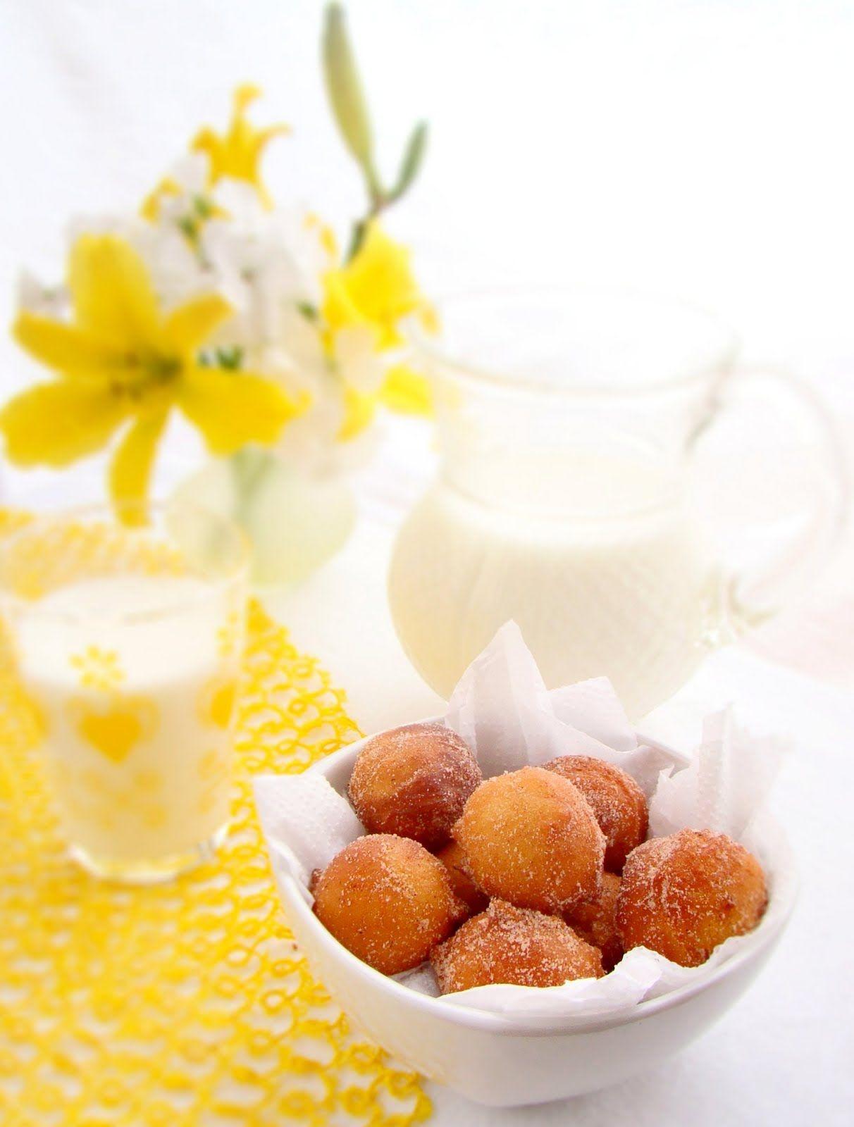Bolinho de Chuva Recheado com Doce de Leite - Mini Cinnamon Sugar Doughnuts filled with Homemade Dulce de Leche