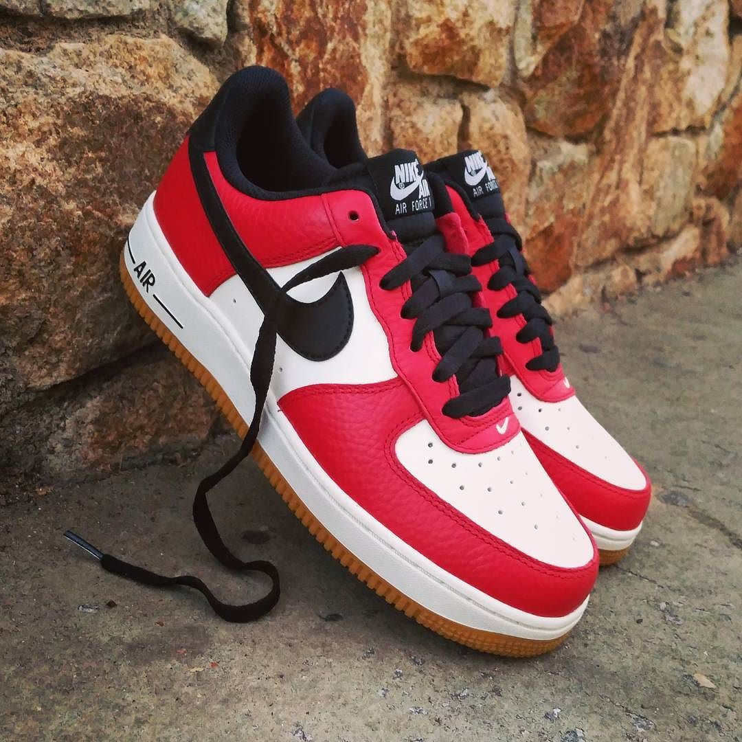 reputable site 60c8b 4e384 Nike Air Force 1 Low