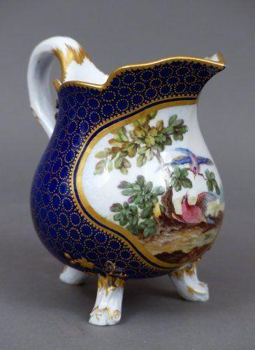 Pot à lait en porcelaine tendre de Sèvres vers 1770