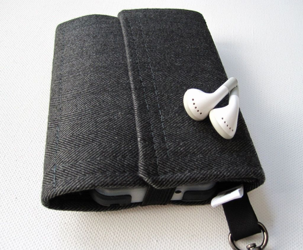 Nerd Herder gadget wallet in Well Suited for iPod by rockitbot. $32.00, via Etsy.